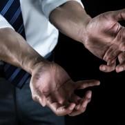 現代奴隷の手(イメージ画像)